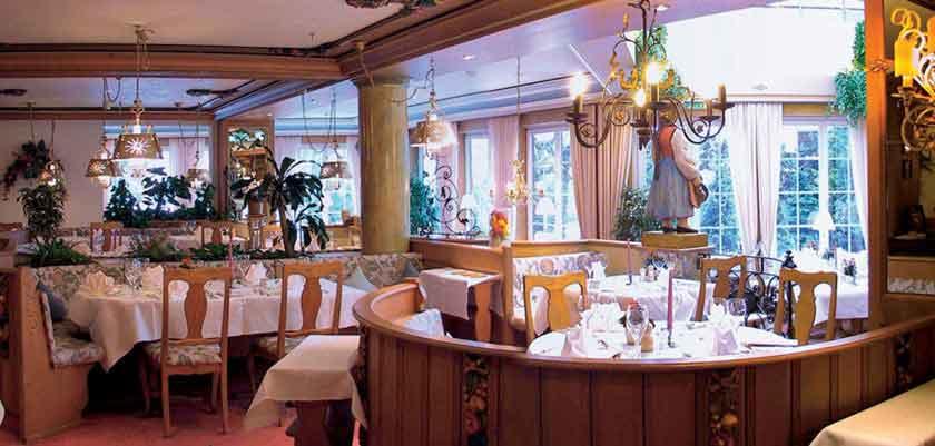 Romantik Hotel Schweizerhof, Grindelwald, Bernese Oberland, Switzerland - main restaurant.jpg